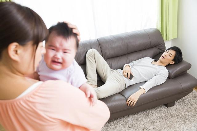 怠ける夫に困る女性